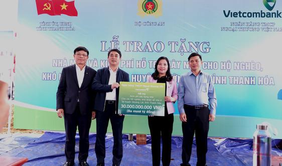 Vietcombank dành 30 tỷ đồng hỗ trợ kinh phí xây nhà cho hộ nghèo ở huyện Mường Lát
