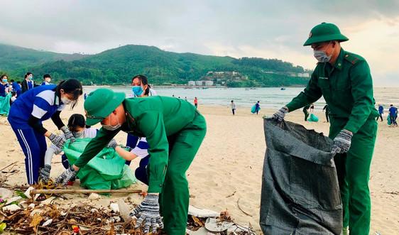 Đà Nẵng: Ra quân làm sạch môi trường biển