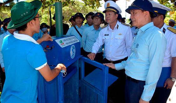 """Bài dự thi """"Cùng giữ màu xanh của biển"""" - Thở đi nào biển ơi! - Bài 2: Nghe máy ép rác đầu tiên """"kể chuyện"""""""