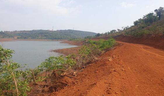 """Đắk Nông: Xuất hiện tình trạng """"ngang nhiên"""" mở đường lấp rừng bán ngập lòng hồ thuỷ điện Đắk R'Tih"""