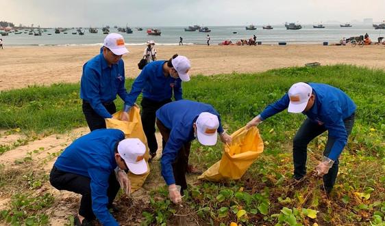 Đà Nẵng làm sạch biển đón khách du lịch