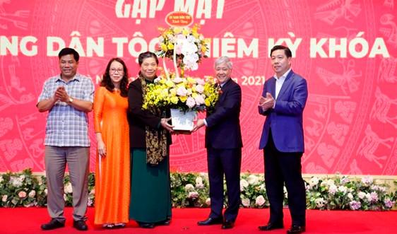 Trao tặng Kỷ niệm chương Vì sự nghiệp phát triển các dân tộc cho Phó Chủ tịch thường trực Quốc hội Tòng Thị Phóng