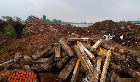 Nam Định: Phế thải xây dựng tràn lan bờ sông Đáy