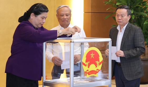 Trình miễn nhiệm ba Phó Chủ tịch Quốc hội