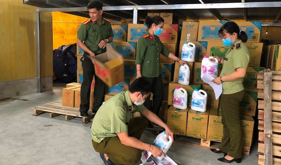 Hà Nội: Triệt phá cơ sở sản xuất nước giặt Dnee giả