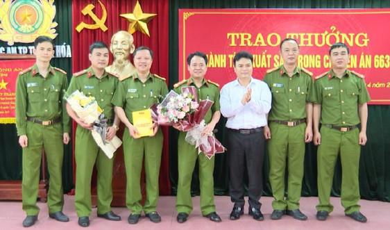 Thanh Hóa: Khen thưởng Công an bắt nhóm côn đồ nổ súng vào nhà dân