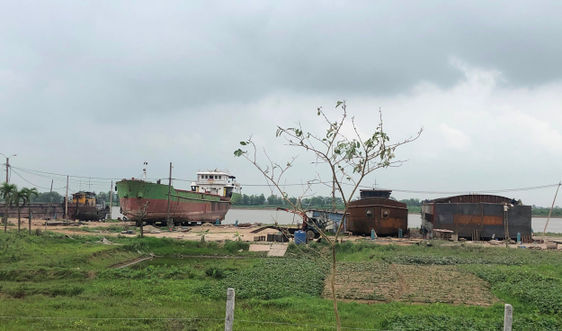Yên Khánh (Ninh Bình): Xưởng đóng tàu trái phép nhiều năm, chính quyền ở đâu?