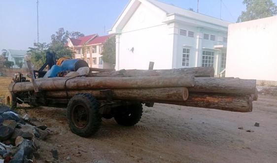 Gia Lai: Bắt xe công nông vận chuyển gần 3 khối gỗ lậu