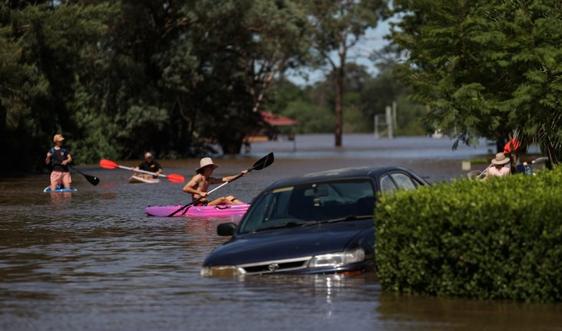 Sau khi đổ bộ Indonesia, bão Seroja sắp tấn công Australia