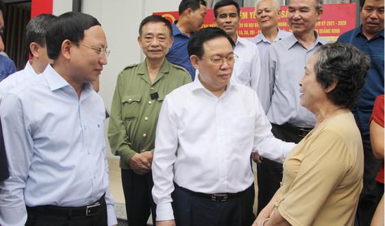 Chủ tịch Quốc hội Vương Đình Huệ kiểm tra công tác chuẩn bị bầu cử tại tỉnh Quảng Ninh