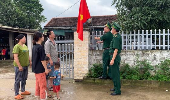 Quảng Ninh: Tặng 1.650 cờ Tổ quốc và ảnh Bác Hồ cho nhân dân khu vực biên giới