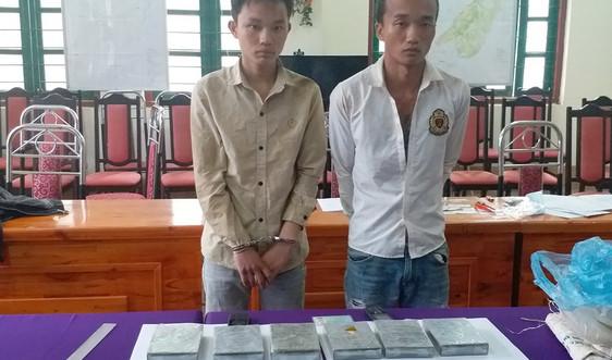 Lào Cai: Bắt đối tượng có lệnh truy nã vận chuyển 6 bánh hê rô in