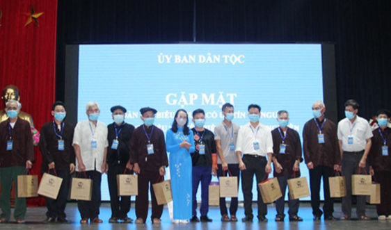 Thứ trưởng, Phó Chủ nhiệm Hoàng Thị Hạnh gặp mặt Đoàn Đại biểu NCUT và người DTTS tiêu biểu tỉnh Thái Nguyên