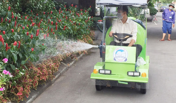 Độc đáo xe phun nước tự chế tại Bệnh viện Trung ương Huế