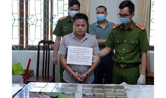 Lai Châu: Bắt 2 đối tượng vận chuyển trái phép 30 bánh heroin