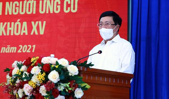 Phó Thủ tướng Phạm Bình Minh tiếp xúc cử tri tại Lữ đoàn 171 Vùng 2 Hải quân