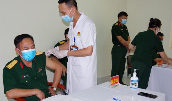 Hải Dương: Tiêm vắc xin Covid – 19 cho cán bộ, chiến sỹ trên tuyến đầu chống dịch