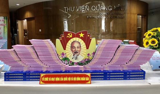 Quảng Ninh: Trưng bày trên 3.000 ấn phẩm sách, báo, ảnh chào mừng bầu cử