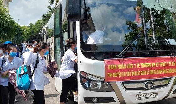 Hải Dương chi viện 267 cán bộ giảng viên, sinh viên lấy mẫu xét nghiệm COVID-19 cho Bắc Giang, Bắc Ninh