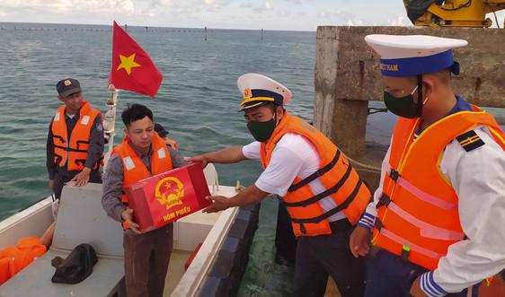 Hàng trăm cử tri ngoài đảo Song Tử Tây và đảo Sinh Tồn được bầu cử sớm
