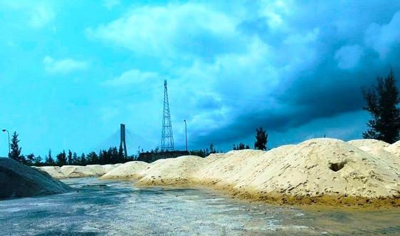 """Vụ """"Hàng nghìn khối cát tập kết trái phép tại Nhà máy đóng tàu Nhật Lệ"""": UBND tỉnh chỉ đạo kiểm tra, xử lý"""