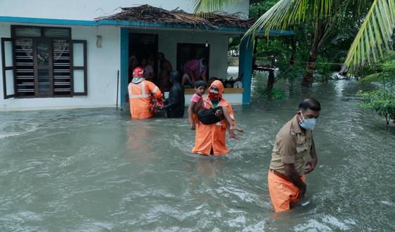 Hàng nghìn người sơ tán khỏi bờ biển phía Tây Ấn Độ khi bão Tauktae hoành hành