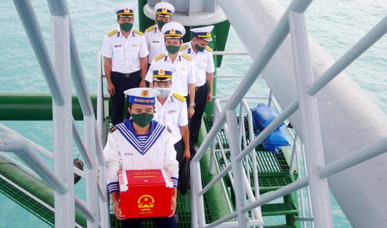 Kết thúc bầu cử sớm cho quân dân DK1, tàu Hải quân hành trình về đất liền