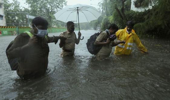Ít nhất 61 người thiệt mạng do bão Tauktae