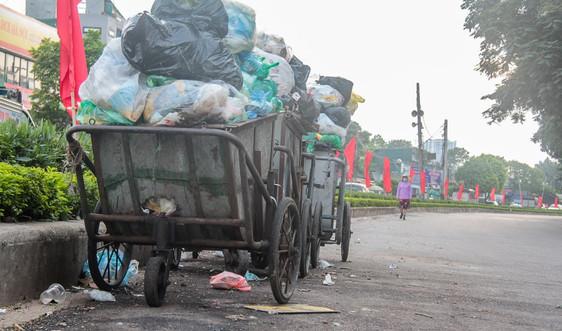 """Người dân Chung cư Nơ 14C Định Công """"khốn đốn"""" vì rác tập kết sai quy định"""