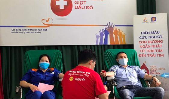 """Ngày hội hiến máu tình nguyện """"Giọt Xăng hồng – Giọt Dầu đỏ"""" của Petrolimex Cao Bằng"""