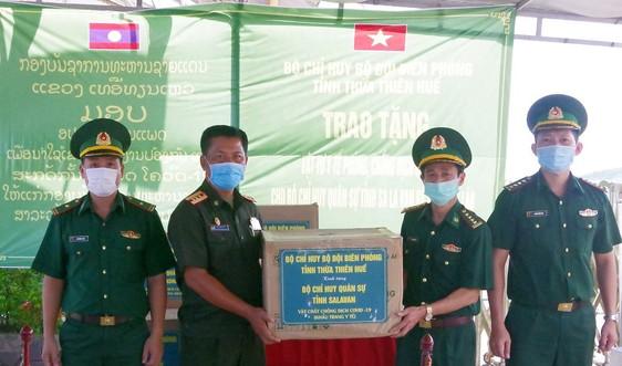 Trao tặng vật tư y tế phòng, chống COVID - 19 cho lực lượng vũ trang Lào