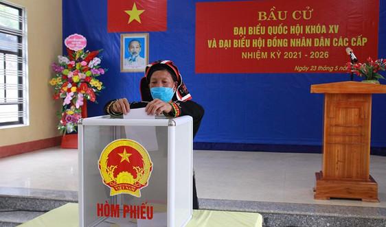Đến 19 giờ ngày 23/5, tỷ lệ cử tri bỏ phiếu toàn tỉnh Yên Bái đạt 99,96%