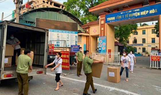 Tổng cục QLTT ủng hộ Bắc Giang 500 bộ trang phục phòng chống dịch và 5.000 khẩu trang y tế