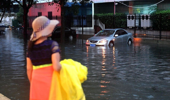 Trung Quốc ứng phó khẩn cấp phòng chống lũ lụt sông Dương Tử