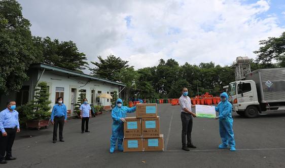 TP.HCM: Khen thưởng công nhân thu gom, vận chuyển, xử lý rác thải y tế liên quan đến Covid-19
