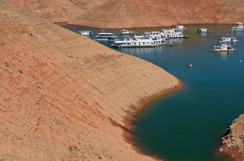 Hồ chứa lớn nhất ở Mỹ cạn kiệt do nắng nóng, hạn hán kéo dài