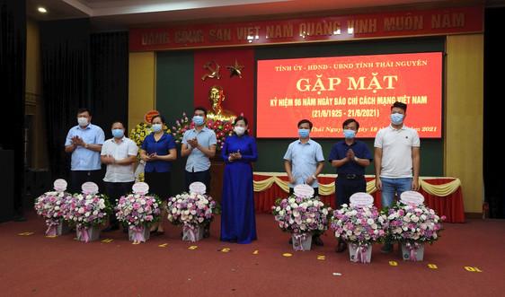 Văn phòng Đại diện miền núi phía Bắc Báo TN&MT được Chủ tịch tỉnh Thái Nguyên tặng Bằng khen
