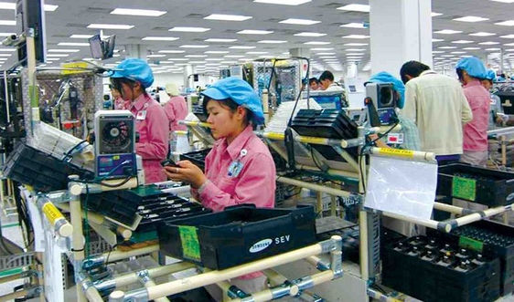 Đến giữa tháng 6, Việt Nam nhập siêu gần 2 tỷ USD
