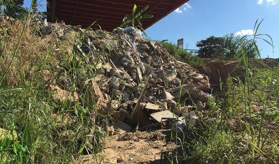 Hà Nội: Hoạt động khai thác đất và xả thải trái phép tại sông Hồng