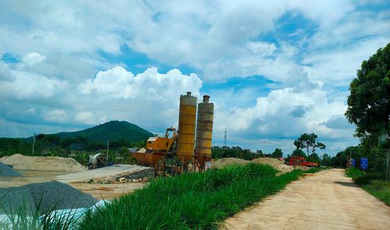 Yên Định (Thanh Hóa): Thuê đất nông nghiệp xây dựng trạm trộn bê tông, tập kết cát trái phép
