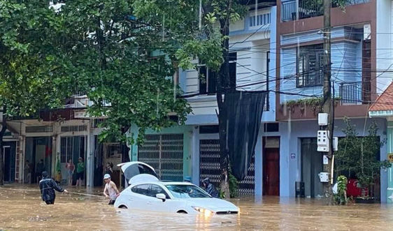 Mưa lớn nhiều tuyến đường tại thành phố Lào Cai thành sông