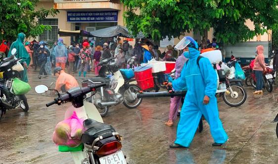 Tài xế chở rau củ dương tính SARS-CoV-2, chợ nông sản ở Quảng Ngãi bị phong tỏa
