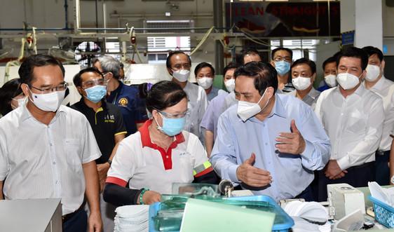 Thủ tướng kiểm tra công tác phòng, chống dịch tại Long An