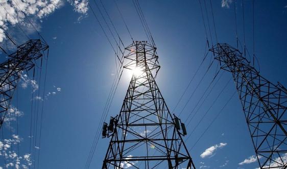 Nắng nóng, hạn hán và cháy rừng đe dọa mạng lưới điện California, Mỹ