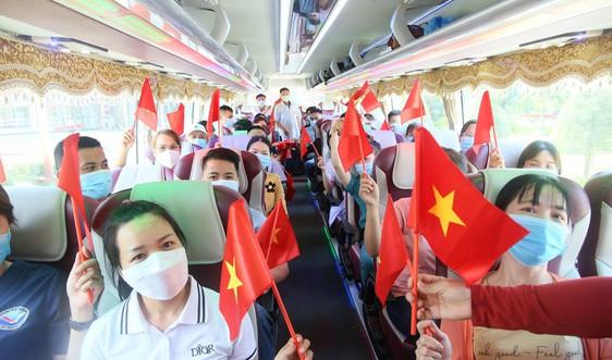 """Đoàn y, bác sĩ Quảng Nam lên đường """"chia lửa"""" với TP.HCM chống dịch Covid-19"""