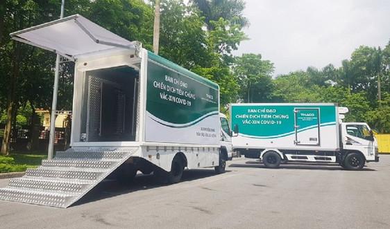 THACO tài trợ 126 xe chuyên dụng vận chuyển vaccine và xe tiêm chủng lưu động