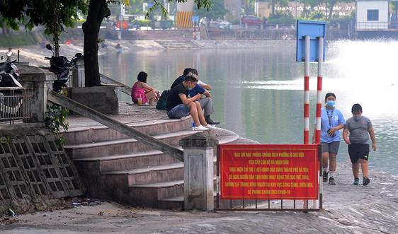 Hà Nội: Bất chấp nguy cơ từ dịch Covid-19, người dân vẫn theo nhau tập thể dục buổi sáng
