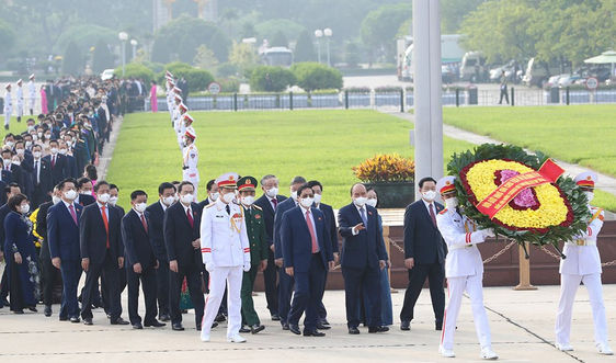 Đại biểu Quốc hội vào Lăng viếng Chủ tịch Hồ Chí Minh