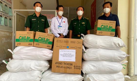 BĐBP Bà Rịa – Vũng Tàu tặng 5 tấn gạo hỗ trợ cho người nghèo biên giới bị ảnh hưởng dịch Covid-19