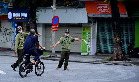 Hà Nội: Ngày đầu giãn cách xã hội, nhiều người vẫn ra đường thể dục